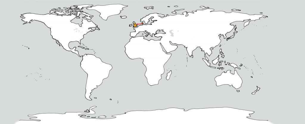 Eine weiße Weltkarte mit zwei goldenen Flecken in der Position von Dänemark und England. Ein roter Pfeil führt vom ersten zum zweiten.