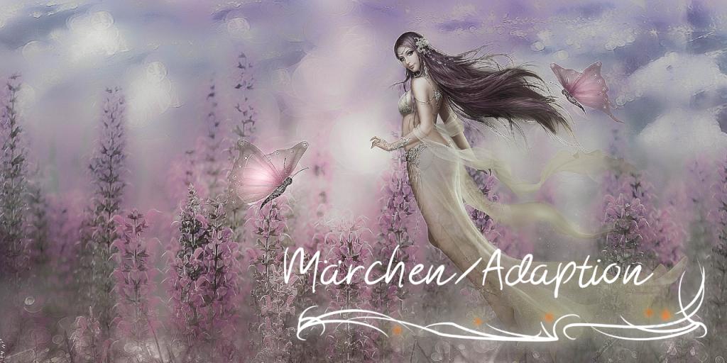 """Ein rose gehaltenes Bild einer Blumenwiese, davor zwei Schmetterlinge und eine schmuckvoll gekleidete Figur mit Brüsten und langem Haar und wehenden Gewändern. Unten rechts in der Ecke der Schriftzug """"Märchen/Adaption"""" mit Schnörkeln unterstrichen."""